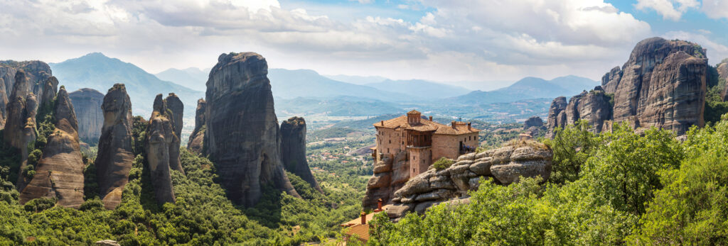 2 Days Delphi Meteora Tour Greece (Delphi-Temple of Apollo-Kalambaka-Meteora monasteries-Thermopylae-Statue of Leonidas)