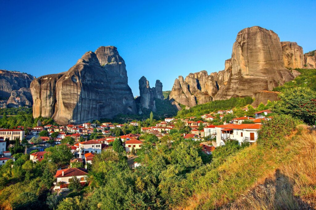 2 days Delphi – Meteora tour Greece (Delphi-Temple of Apollo-Kalambaka-Meteora monasteries-Thermopylae-Statue of Leonidas)