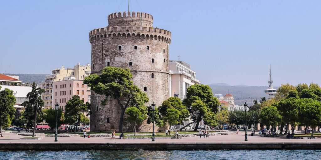 5 days northern Greece tour (Delphi-Amphissa-Lamia-Trikala-Kalambaka-Meteora Monasteries-Larissa-Dion-Thessaloniki-Pella-Vergina-Lefkadia-Veria-Tempi Valley-Thermopylae)